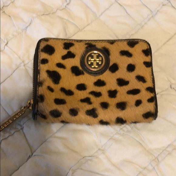 3d9f175f68ac Tory Burch cheetah print wallet. M 5a9c7e0984b5ce8646d99e43